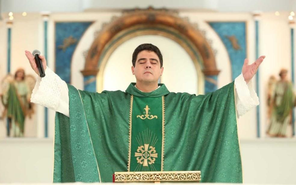 Padre Robson reassume reitoria do Santuário Basílica de Trindade pelos próximos quatro anos em Goiás — Foto: Afipe/Divulgação