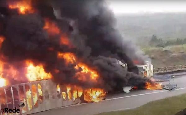 O acidente em Guaratuba (Foto: Reprodução/youtube/aRede.info)