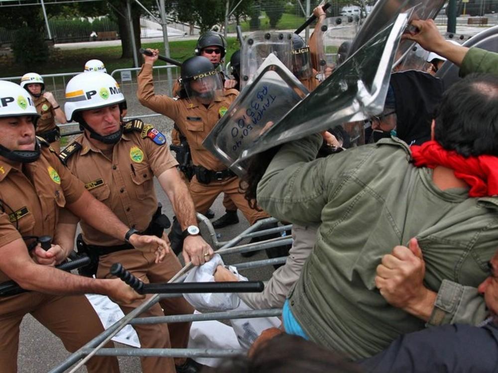 Conflito deixou mais de 200 feridos em Curitiba — Foto: Paulo Lisboa/Brazil Photo Press/Estadão Conteúdo