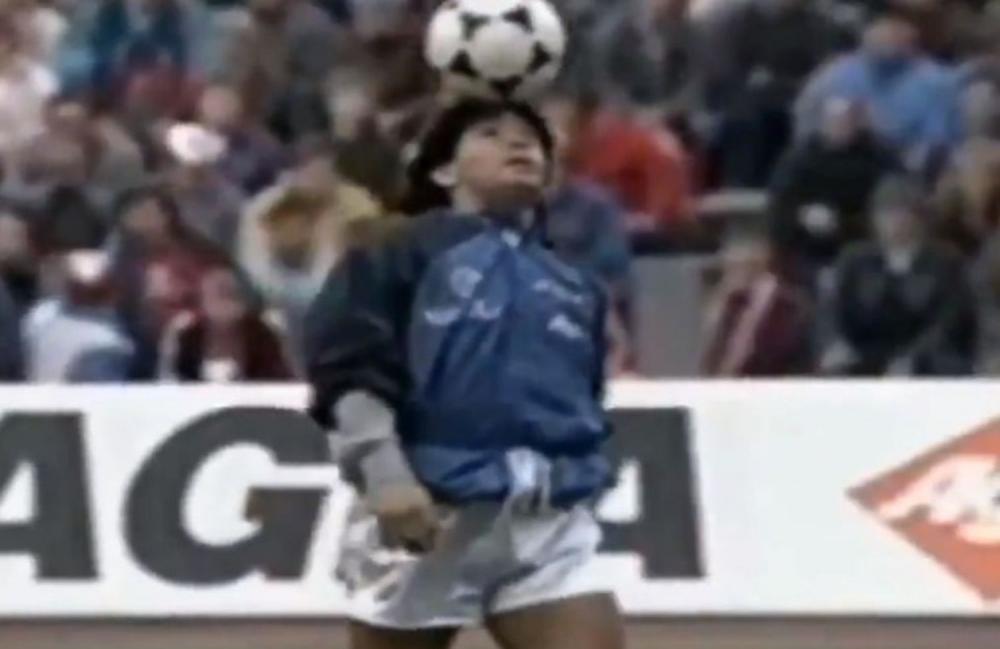 Maradona durante o aquecimento na Alemanha, que se tornaria um dos momentos mais célebres de sua carreira MARADONA