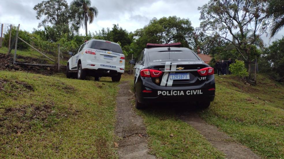 Criança foi encontrada morta dentro de casa na madrugada desta quinta-feira (3) — Foto: Denise Furlanetto Da Campo / Rádio Garibaldi AM