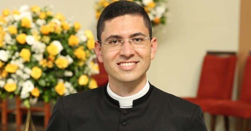 Padre Murilo completa mais um ano de vida