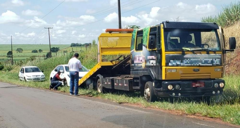 Carros estragaram após abastecer e tiveram de ser guinchados. (Divulgação/Polícia Civil)