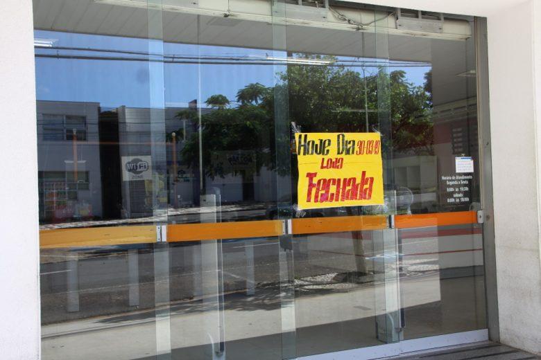 A empresa permaneceu fechada nesta segunda-feira (30) e Vigilância Sanitária esteve no local