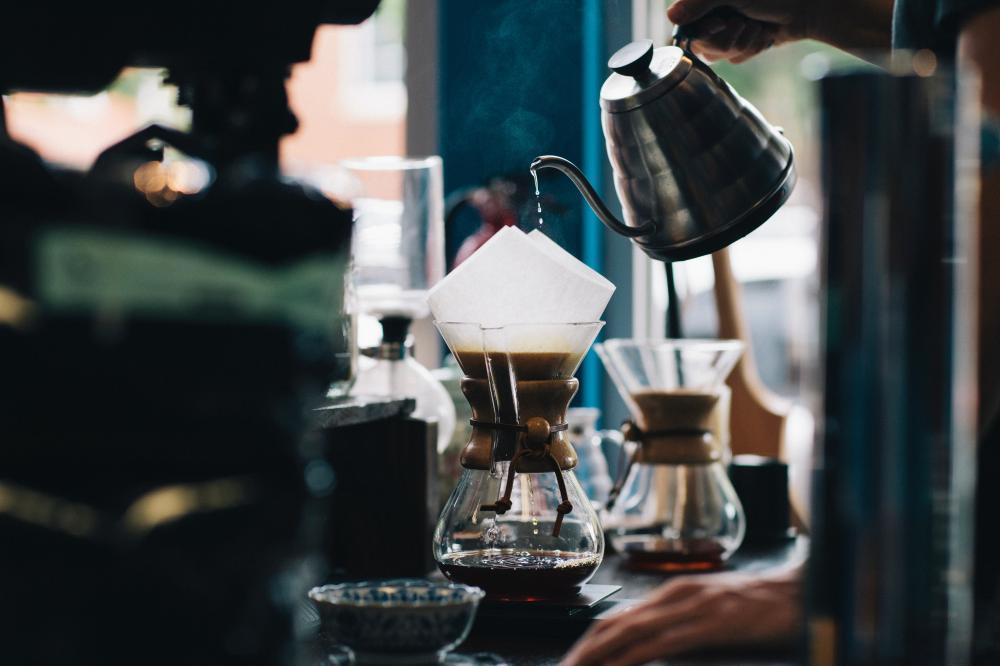 Pesquisadores afirmam que café coado é o mais saudável, diminuindo os riscos de ataques cardíacos (Foto: Unsplash)