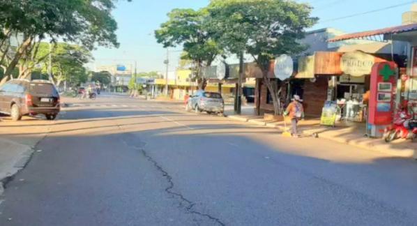 Rua quase vazia em Salto del Guairá, cidade paraguaia perto de MS (Foto: Última Hora)