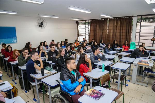 Números indicam ainda que apesar de 52% da população concordar com a reabertura do comércio neste momento, apenas 21% é favor do retorno das aulas presenciais no curto prazo (Foto: Geraldo Bubniak/AEN)