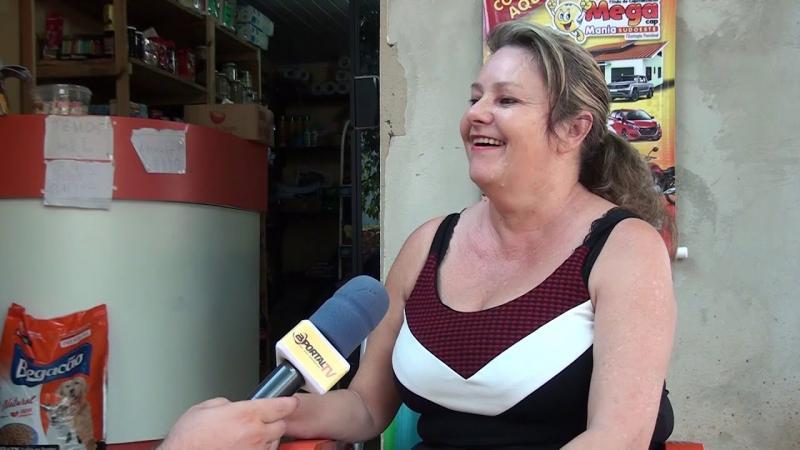 Galinha põe ovo gigante e chama atenção na Linha São Marcos em Francisco Beltrão
